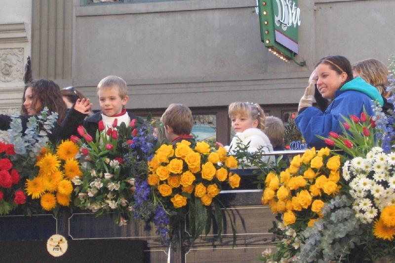 Photos de Mackenzie Rosman - Pasadena Rose parade 2005 - 1